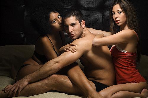 linguaggio-corpo--maschile comunicazione-verbale-seduzione